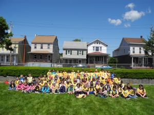 2nd grade class on WIAC lawn