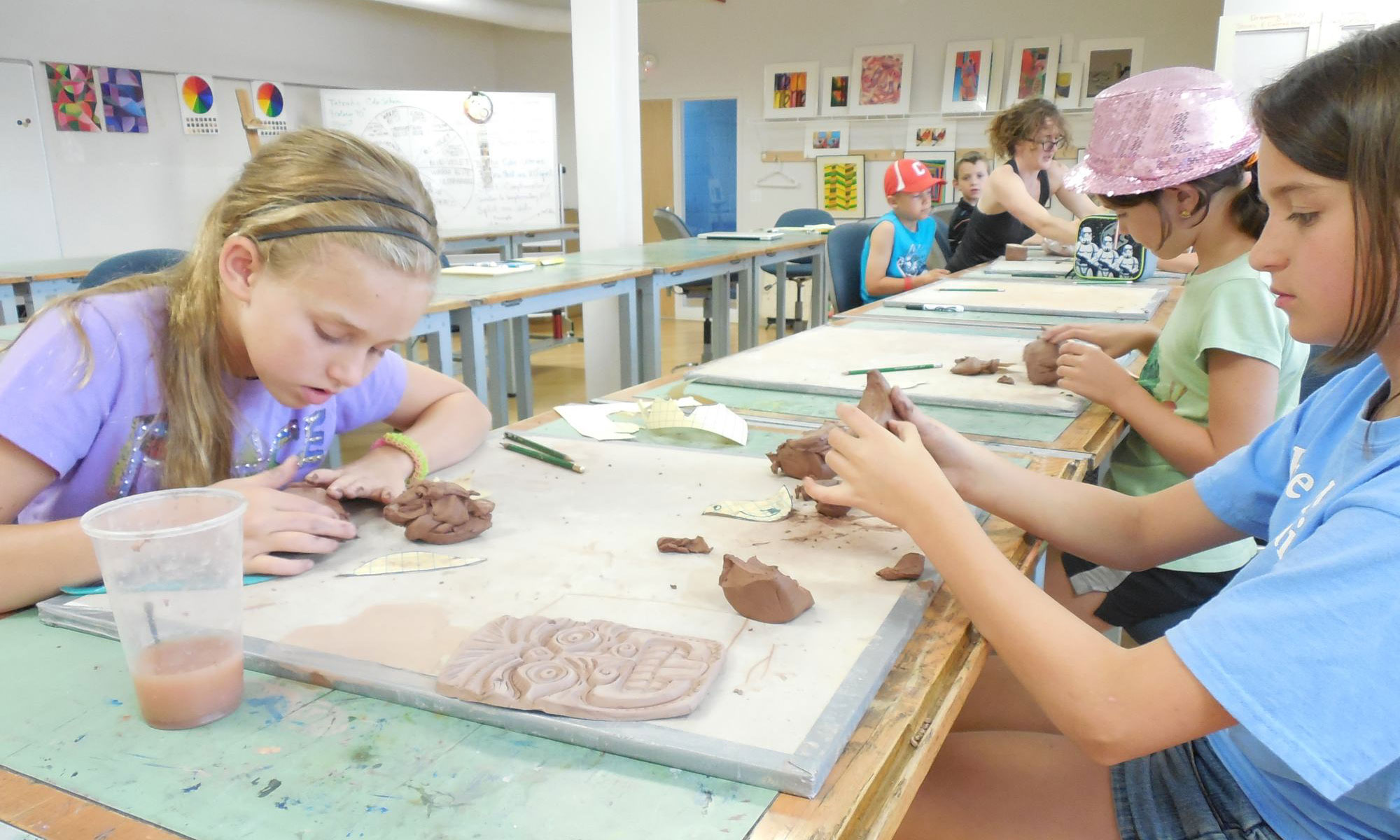 Kids learning art at the WIAC